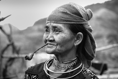 face of vietnam - Smoking lady in Huc Nhgi Village, A Luoi
