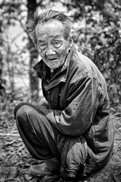 face of vietnam - Man on the roadside in Xin Man, Ha Giang