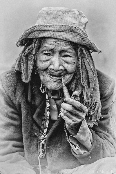 face of vietnam - Pa Co ethnic lady of A Luoi, 2013.