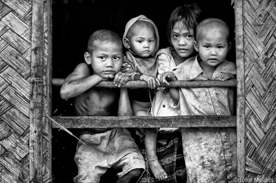 face of vietnam - Van Kieu Minority children in Luc Veng Townlete, Quang Tri