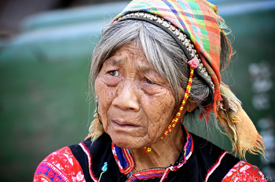 face of vietnam - La Hu ethnic lady in the market in Muong Te, Lai Chau