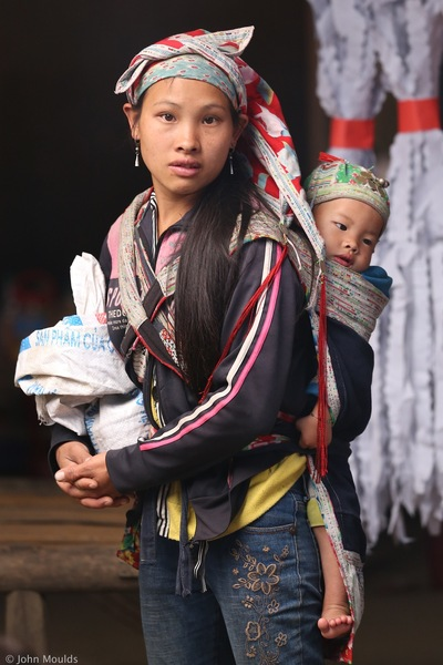 face of vietnam - Mother and child, Muong Hum Market, Lao Cai