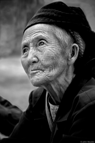 face of vietnam - Hmong lady in market in Meo Vac, Ha Giang