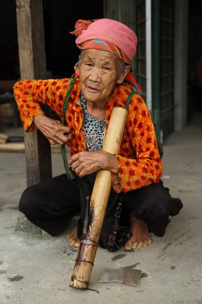 face of vietnam - Smoking lady in Minh Tan Market, Ha Giang