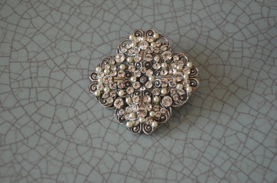 Curvaceous Design Portfolio - Swarovski crystal and pearl brooch